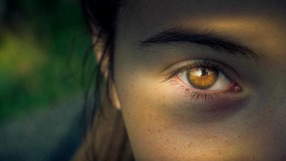 skeptical-world-human-trafficking-girl-portrait